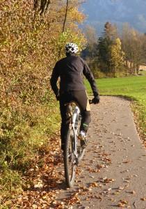 gore_power_trail_jacke_und_hose_rueckenansicht