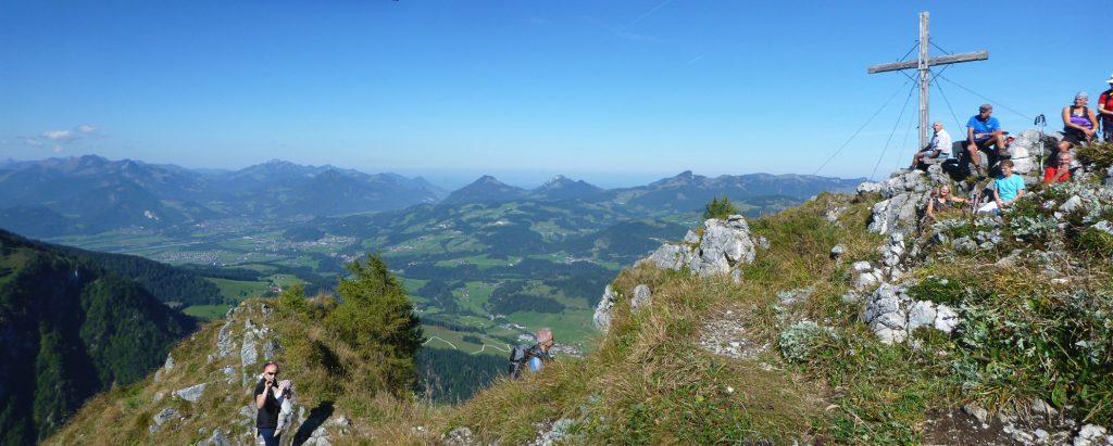 Panoramablick vom Heuberg mit Gipfel